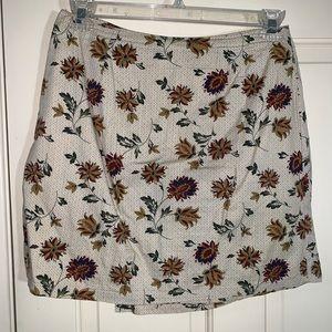 White stag mini skirt sz 10